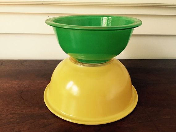 Retro Pyrex Nesting Bowls great condition by BetsyEtsyVintage