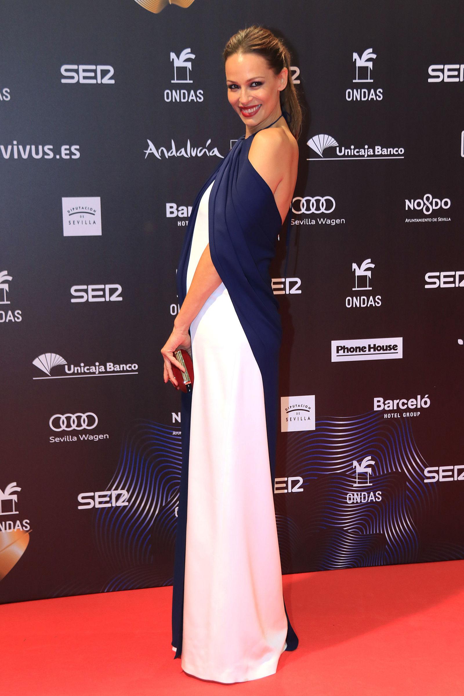 50741e808 Eva González nos deja el look de embarazada perfecto para una fiesta ...