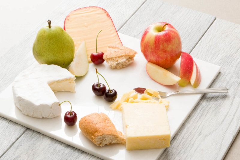 5 Cheese and Fruit Pairings for Summer