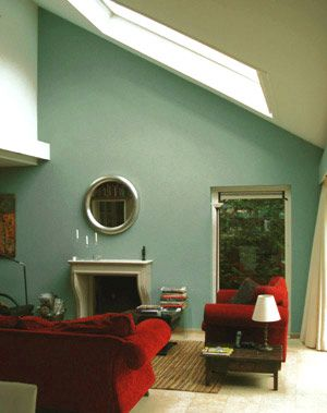 Woonkamer in groenblauw for the home pinterest rood for Bank petrol kleur