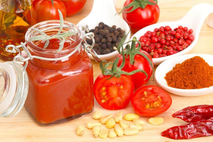 Come fare la conserva di pomodori in casa - La conserva di pomodori per fare il sugo si prepara in estate per poter gustare il suo sapore durante l'inverno.