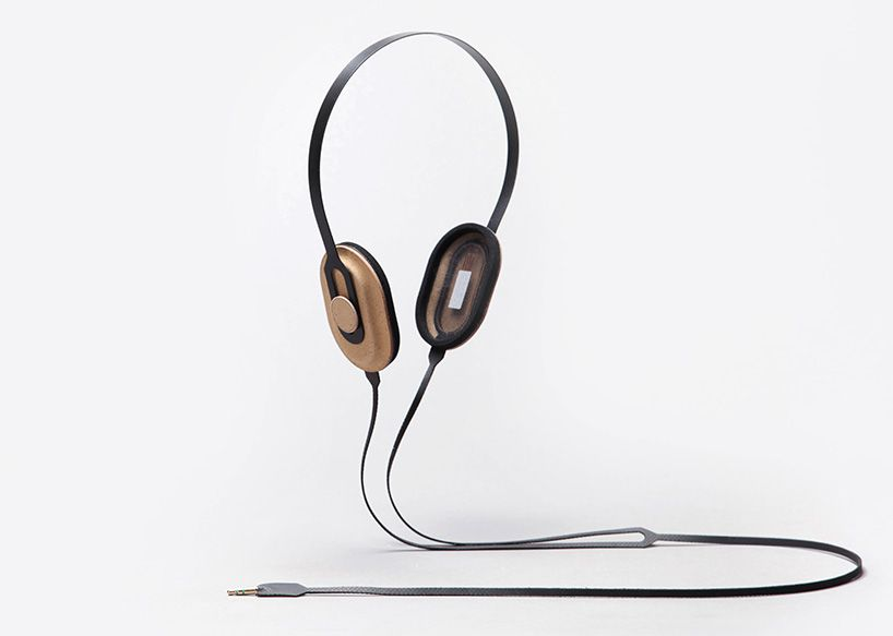 maxime loiseau forms headphones with printed electronics