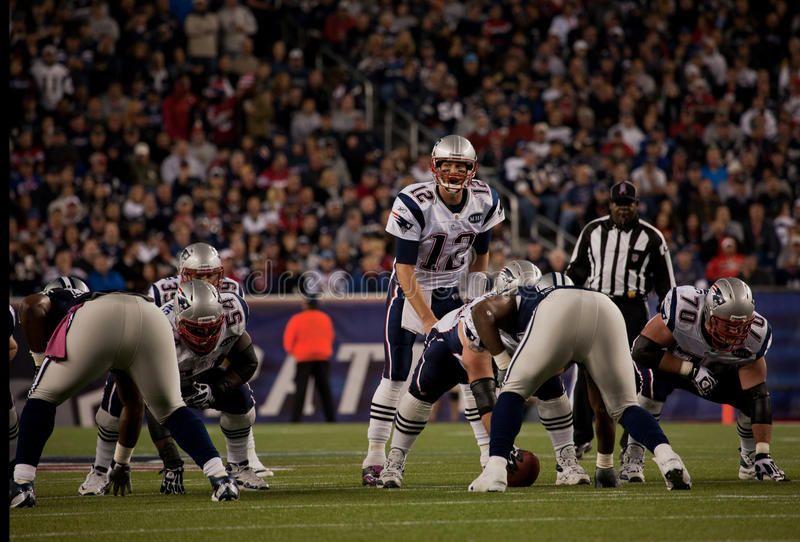 Tom Brady Throwing Pass Quarterback Tom Brady In 2020 Tom Brady Vintage Business Cards Toms