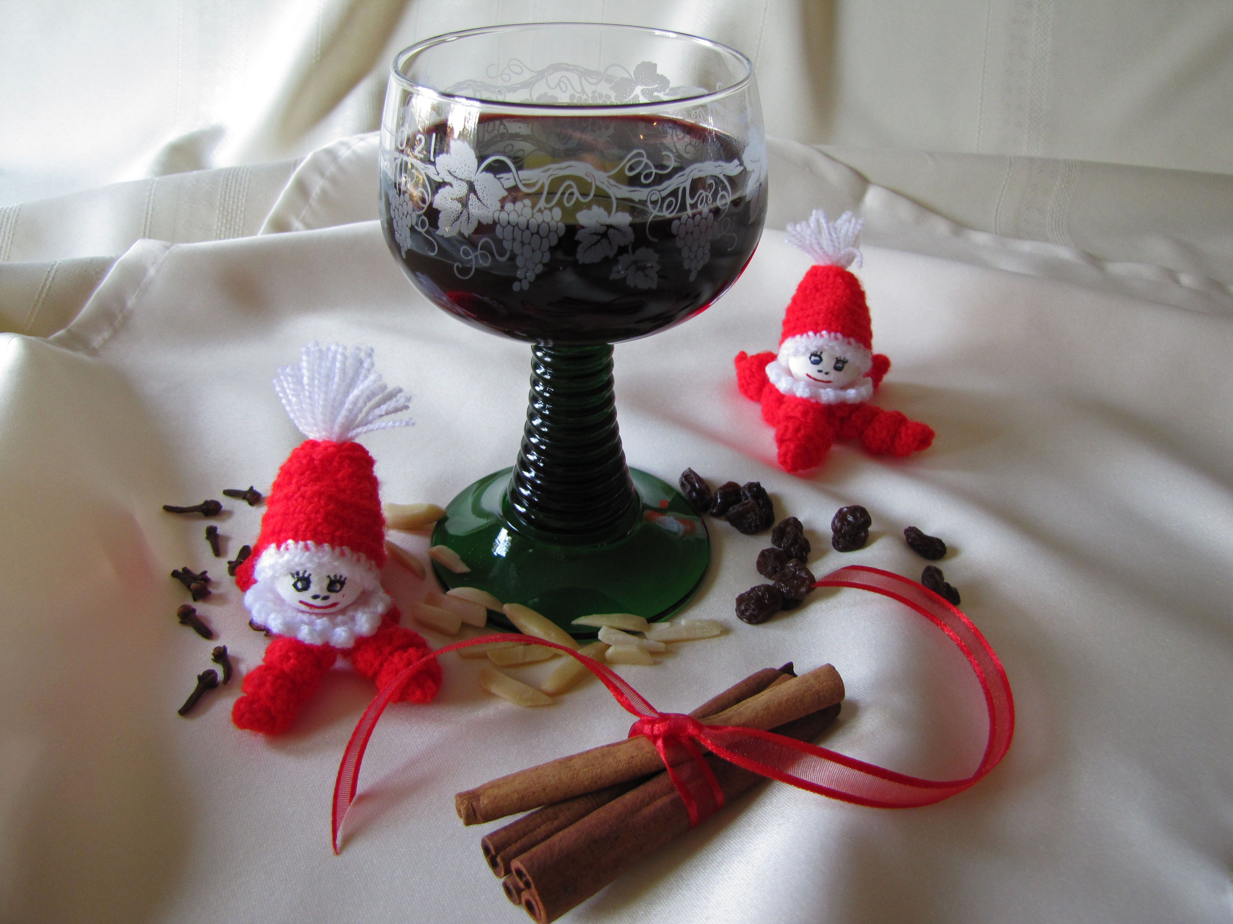 """In the weeks leading up to Christmas there are many """"get togethers"""" at work, in town, schools ..."""