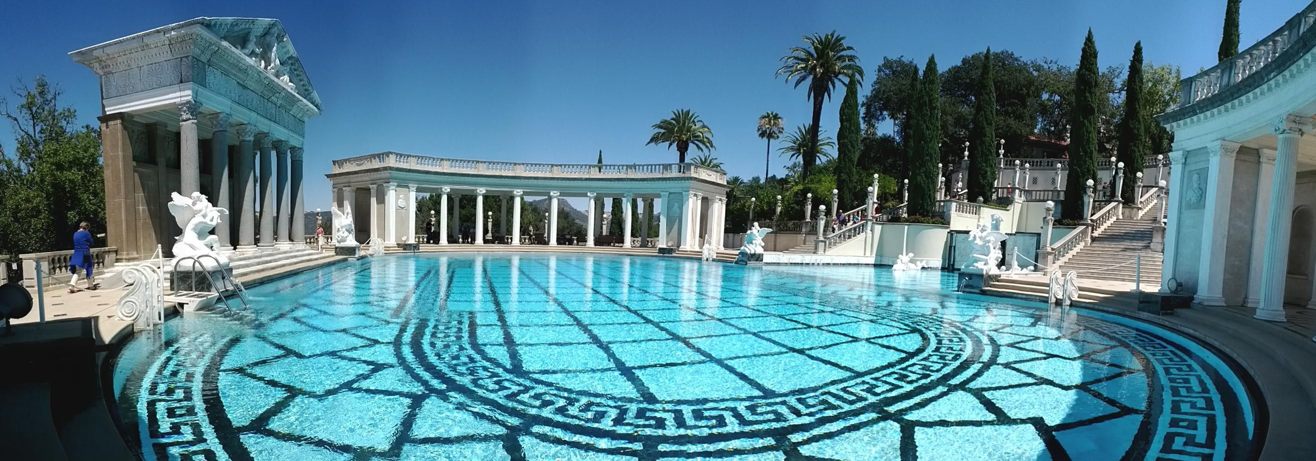 Castle of gatsby pesquisa google pool pinterest for Great swimming pools