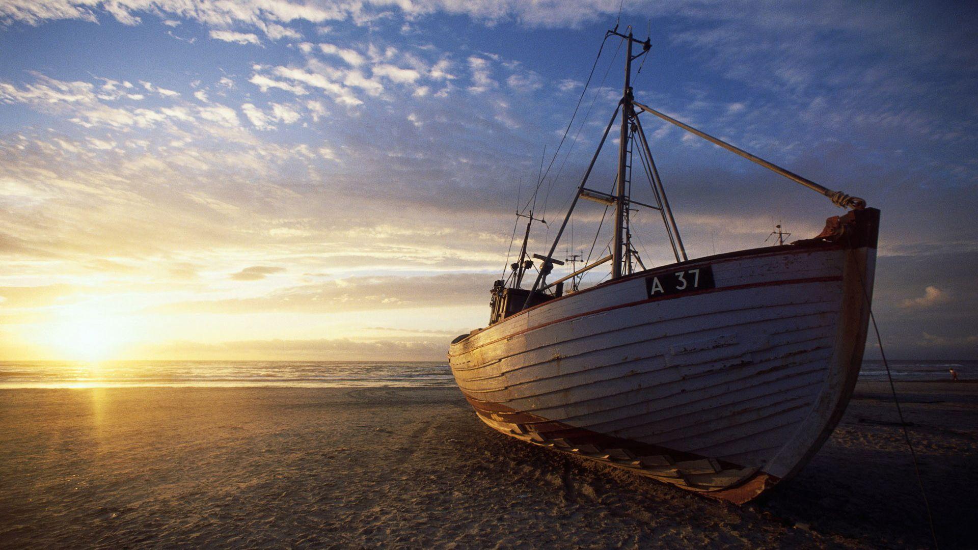 Boat On The Dry Hd Wallpaper Boat Wallpaper Boat Fishing Boats