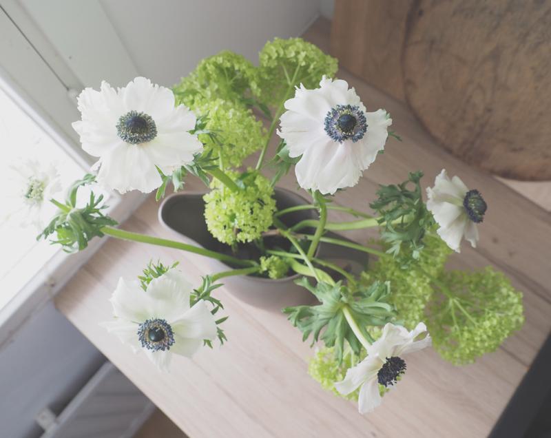 Sisustuksen paras pohja, keittiöni kevät ja lempikukkani Anemone   ARVONNAN VOITTAJA ja boonuskappale kevään kunniaksi