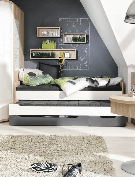 tafelfarbe im jugendzimmer mit dachschr ge kinderzimmer. Black Bedroom Furniture Sets. Home Design Ideas