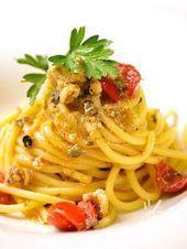 Spaghetti mit Kapern Sardellen und Kirschtomatensauce