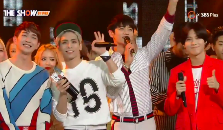 """SHINee Takes Home Ninth Trophy with """"View"""" on """"The Show"""""""