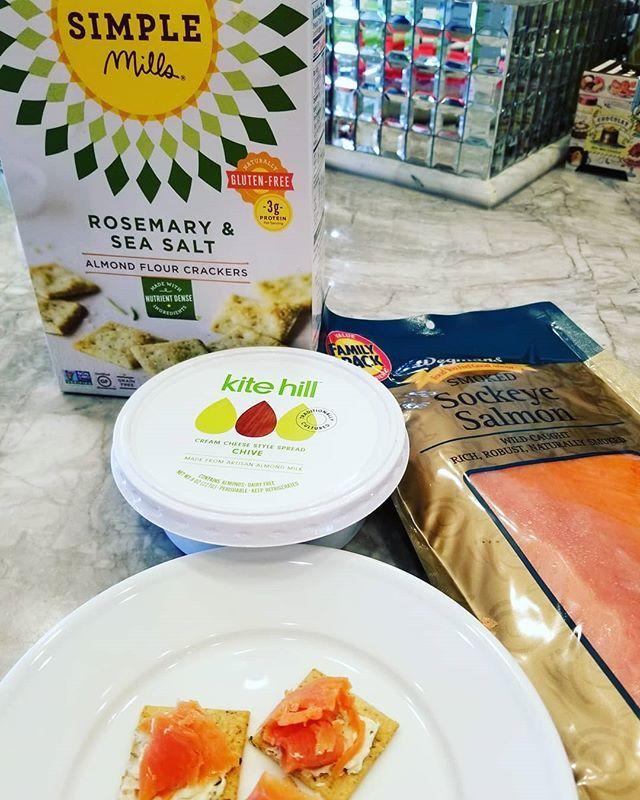Grain-Free Avocado Pancakes - paleo pancakes made with ... |Smoked Almond Flour