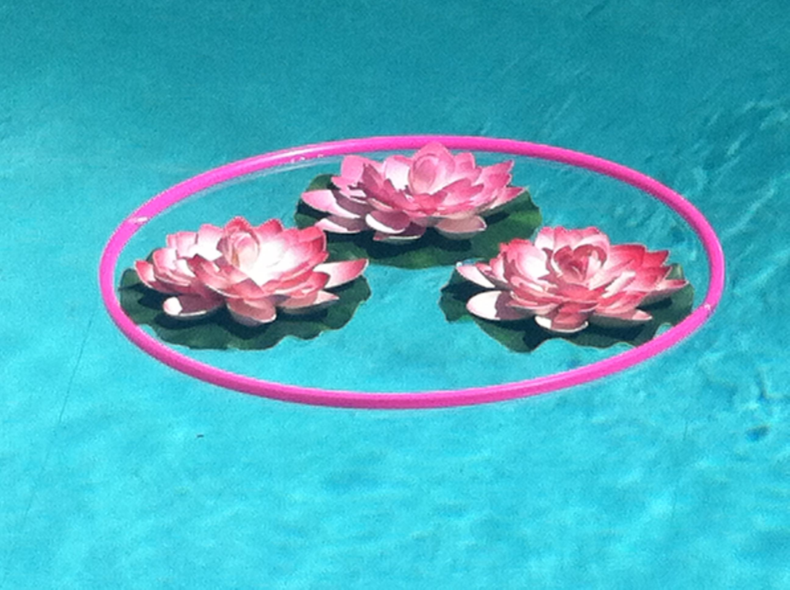 Pool decor use a hula hoop to corral loose flowers or for Hula hoop decorations