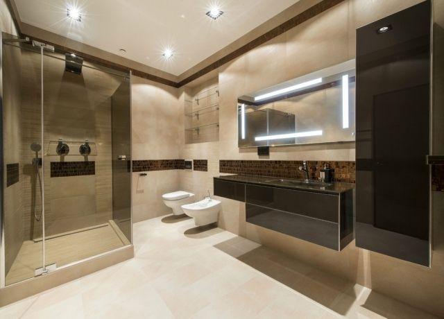 Badezimmer Decke ~ Badezimmer beleuchtung decke pur weißes bad mit glasdische und