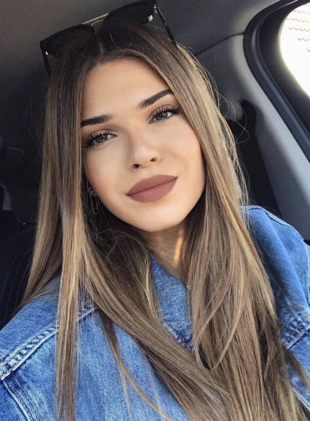Pin su Acconciature capelli lunghi