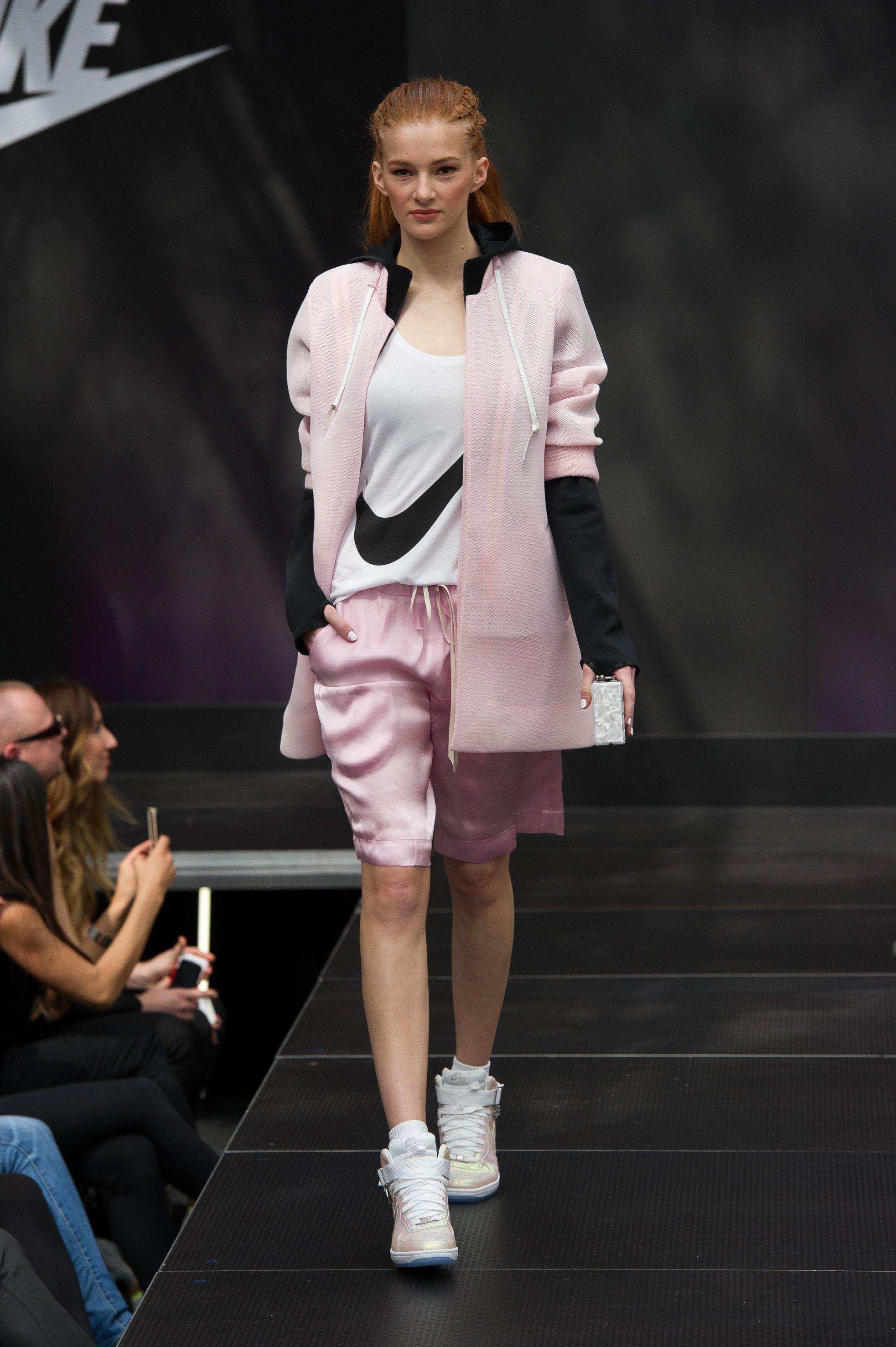 2019 year for women- Fashion Spring trend: chic sportswear