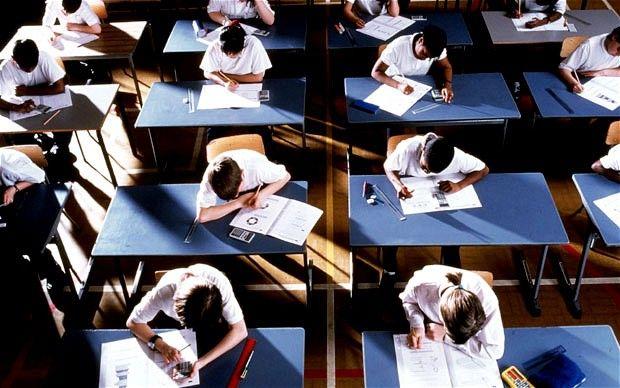 In Engeland staat het toetsen van kennis ter discussie. Bereiden examens voldoende voor op een loopbaan? Bron: Social Media Wijs, 14-12-14