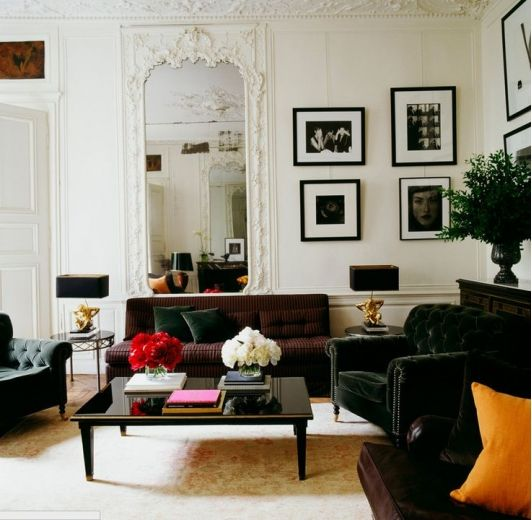 Old Fashioned Living Room With Wall Mirror