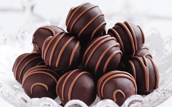 طريقة عمل كرات الكيك بالشوكولاته طريقة Recipe Truffle Recipe Christmas Peanut Butter Truffles Chocolate