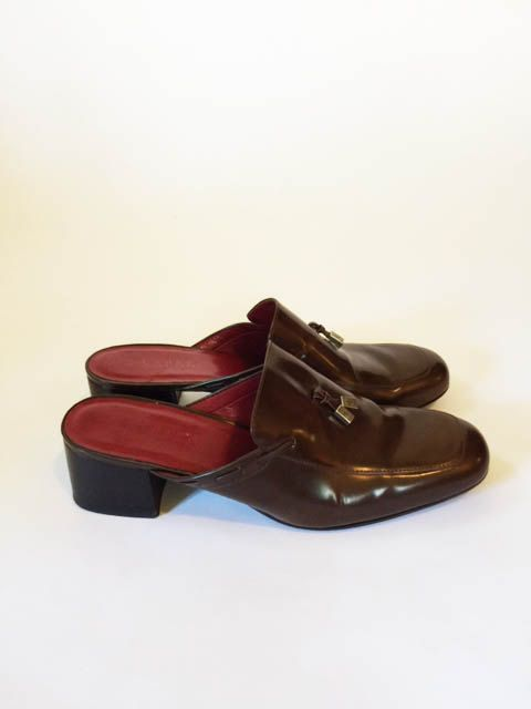 Prep it up! Lauren by ralph lauren patent leather mules. Miu Miu look a like , manrepeller spring flings. Square heels. Near Deadstock