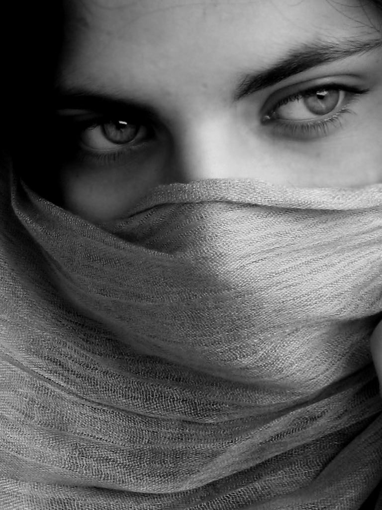 http://fc04.deviantart.net/fs7/i/2005/168/c/5/Afghan_girl_by_MiAny.jpg