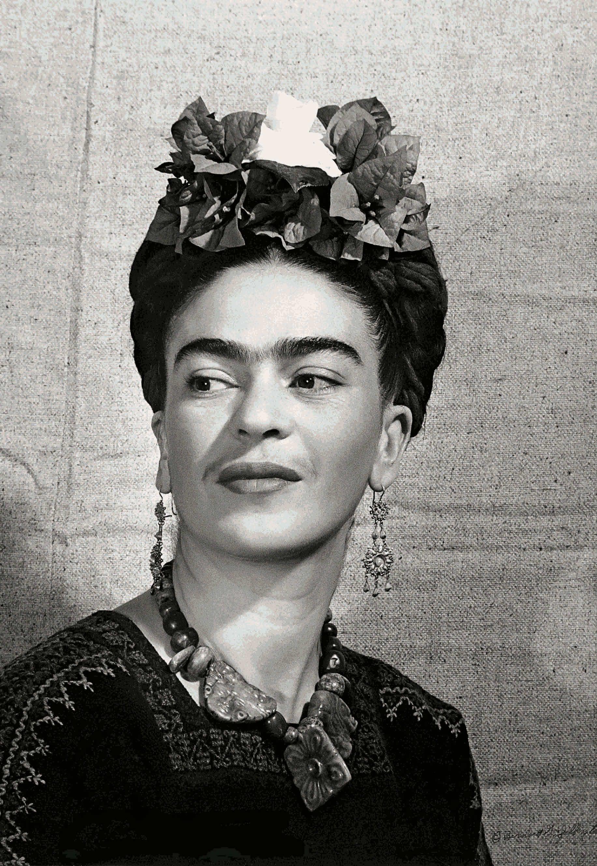 Tracing Frida Kahlo S Influence On The Fashion World Retratos De