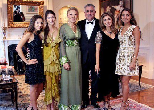 Farah Diba Das Ist Ihre Schone Familie Farah Diba Moroccan Fashion Royal Fashion