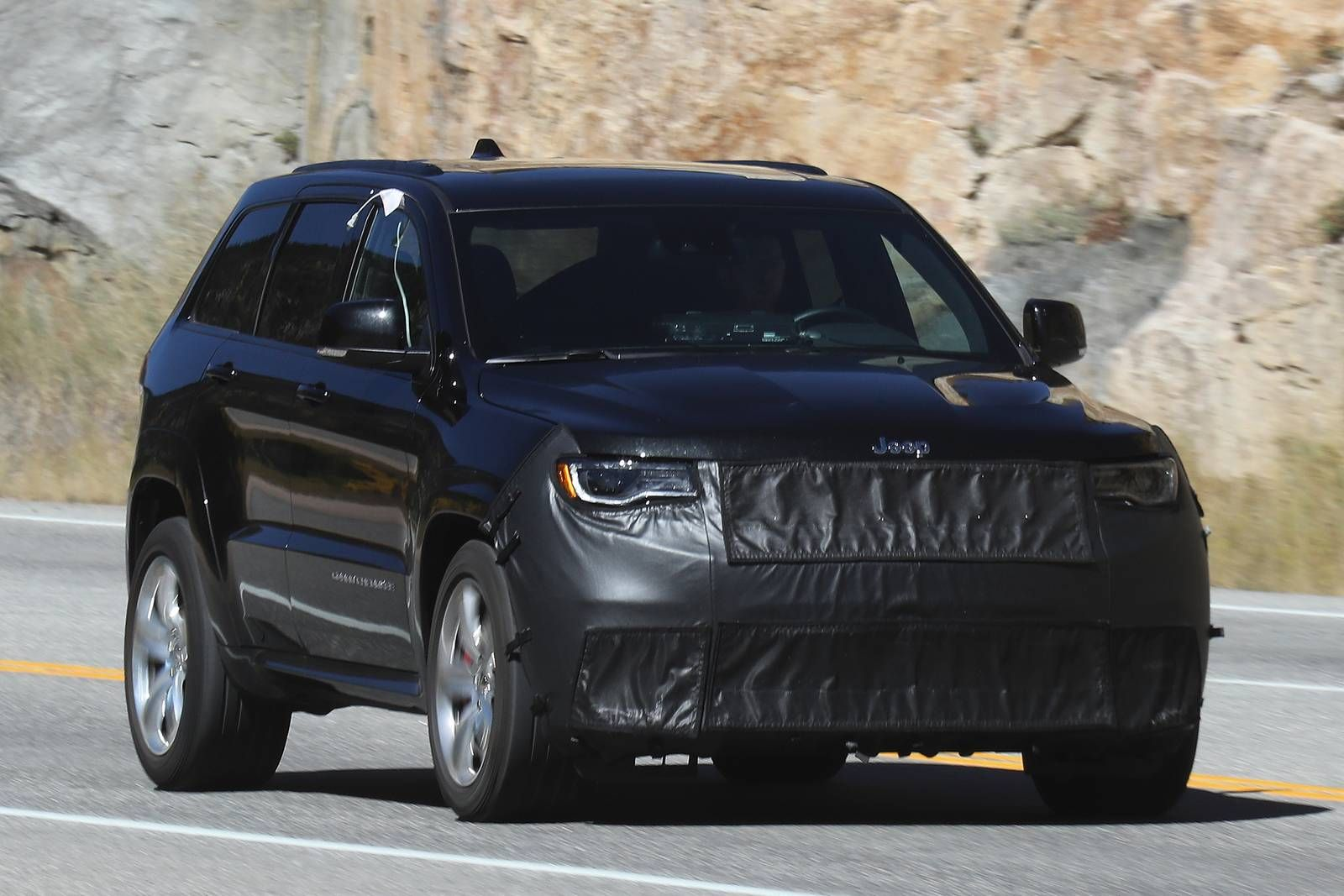 So Is This The Actual 2018 Jeep Grand Cherokee Srt Trackhawk With No Ram Air Hood
