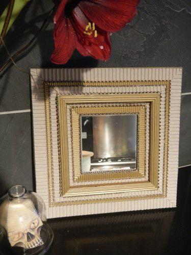 Un Petit Miroir Carton Et Or Carton Ondule Petit Miroir Meubles En Carton