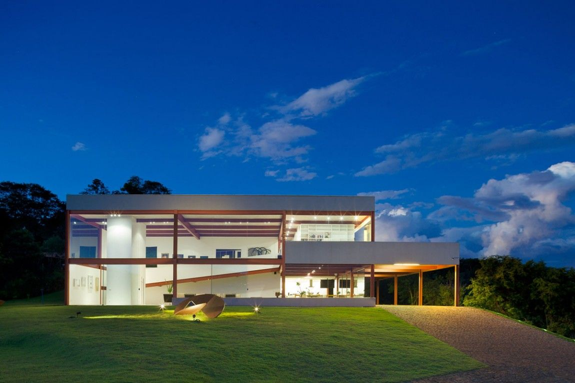 Residential house in Nova Lima, Brasil by Denise Macedo Arquitetos Associados