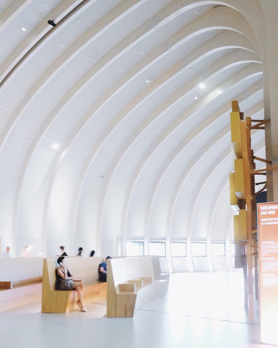 fd26ad5eb3a911 Pour ne rien gâcher l architecture est superbe comme si on était dans la  cathédrale du vin vive la france