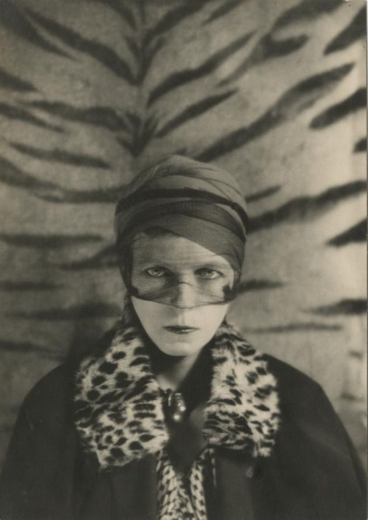 Nancy Cunnard par Barbara Key-Seymer, vers 1930.