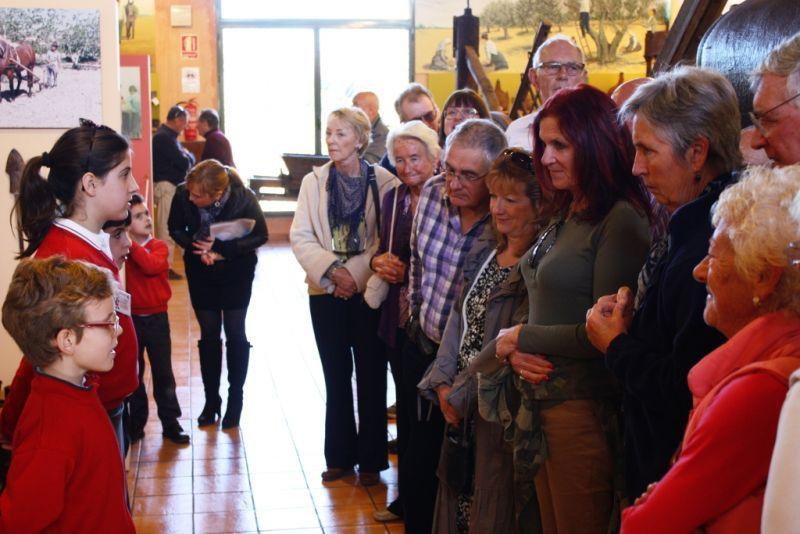 Los alumnos de la Escuela de Pusol desempeñan la función de guías en el Museo http://www.museopusol.com/es/actividad/?id=86&cat=10&dat=11%202014