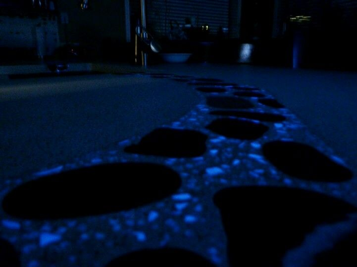 Glow Stone Walkway With Stepping Stones 《 Dream House