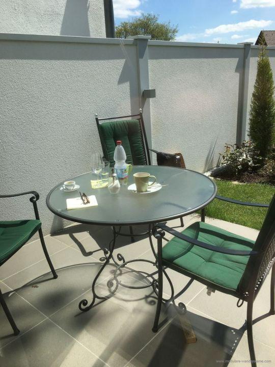 Sichtschutz Windschutz Laermschutz an einer Terrasse mit