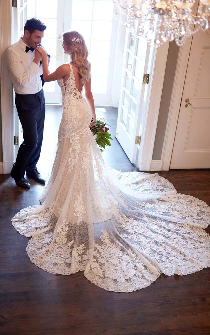 18 Of The Most Epic Dress Shots We Ve Seen This Year Wedding Dresses Ball Gowns Wedding Wedding Dresses Lace