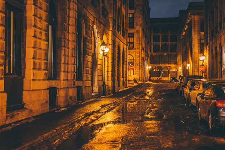 """303 Likes, 5 Comments - Le Vieux-Montréal (@levieuxmontreal) on Instagram: """"Rue cachée et mystérieuse du Vieux-Montréal ! 📷 Votre IGer invité : @ajshotz  #vieuxmontreal…"""""""