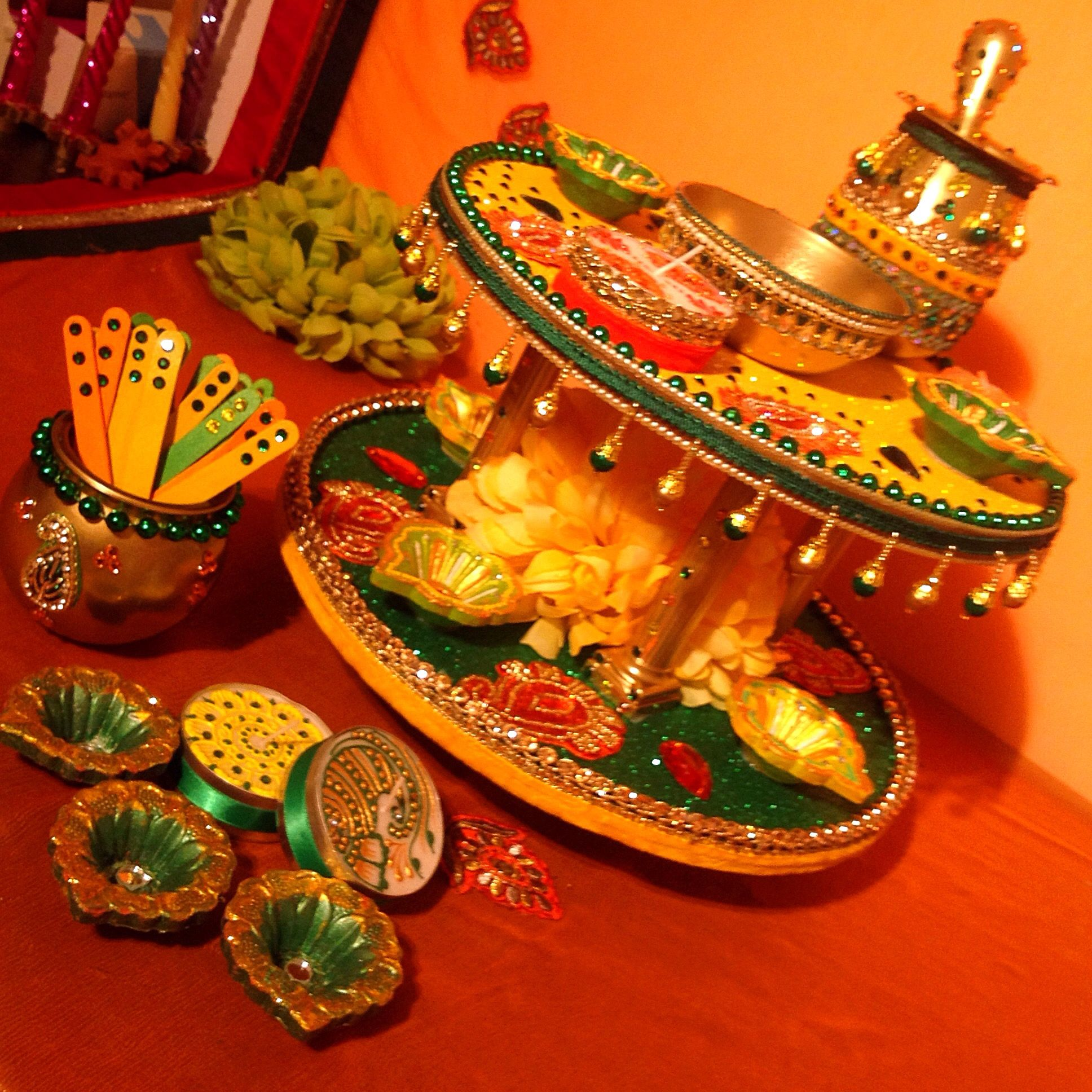 My east meets west mehndi plate set this beautiful mehndi for Mehndi decoration