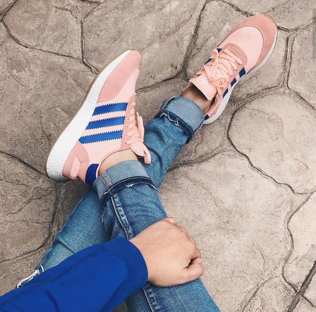 adidas Originals Iniki in rosa-blau/pink-blue // Foto ...