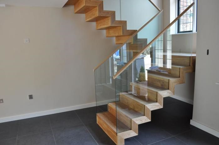 halbgewendelte treppe aus holz geschlossen fur innenbereich neville avenue demax flur. Black Bedroom Furniture Sets. Home Design Ideas