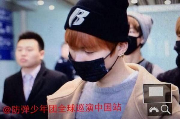 Suga at Beijing Airport