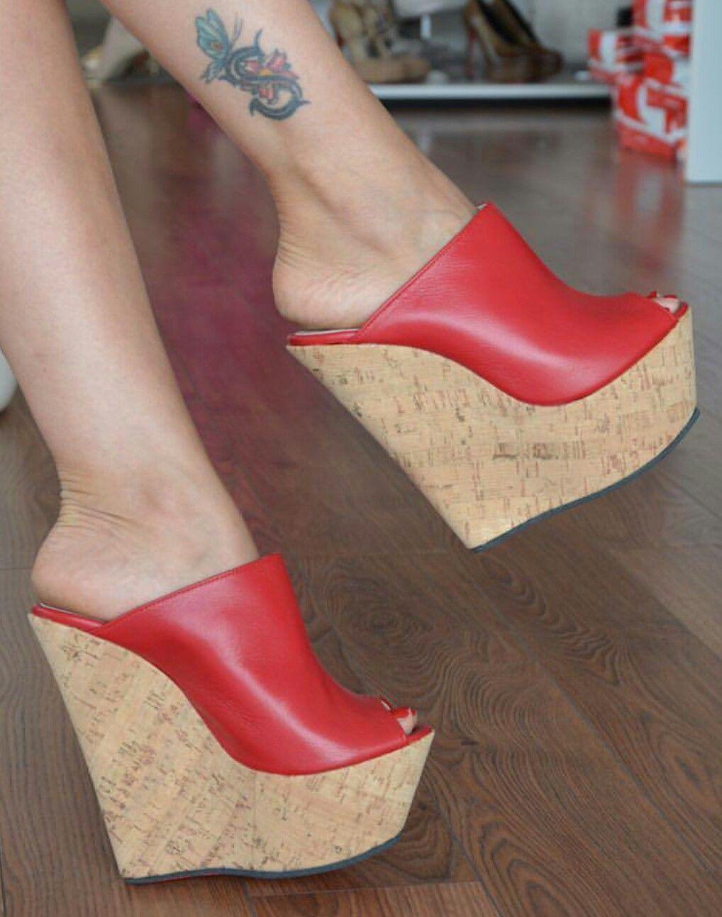 b739636ac Saltos Anabela · Tamancos · Sapatos Vermelhos, Armário De Sapatos, Sapatos  Lindos, Modelos De Sapatos, Calcanhar,