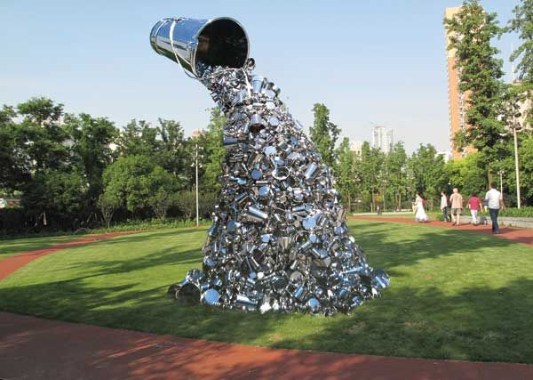 Shanghai park filled by sculptures of contemporary art for Statue jardin moderne