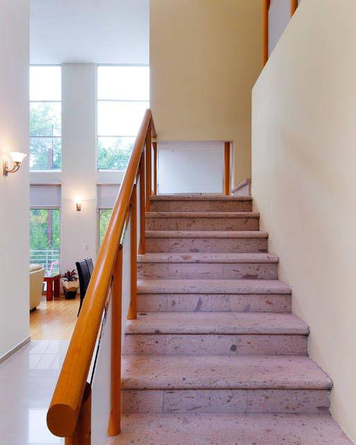 Busca imágenes de Pasillo, hall y escaleras de estilo translation missing: mx.style.pasillo-hall-y-escaleras.minimalista en translation missing: mx.color.pasillo-hall-y-escaleras.beige: ESCALERA. Encuentra las mejores fotos para inspirarte y crea tu hogar perfecto.