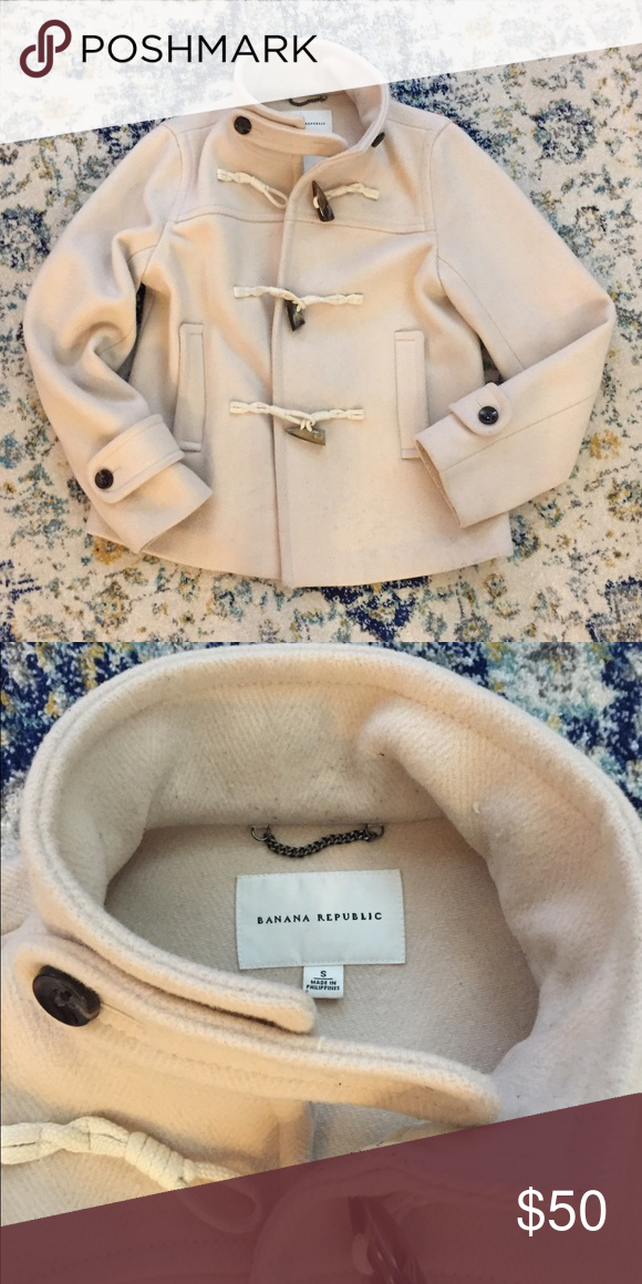 Banana Republic coat Beautiful coat!😍 toggle button closer. Silk material in arms. Some light piling and needs dry cleaned but no stains, holes, tears or smells. Great condition!! Banana Republic Jackets & Coats Pea Coats