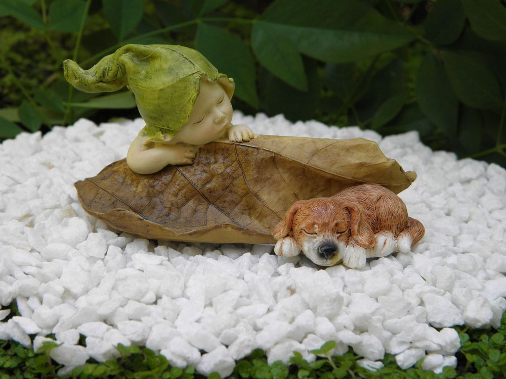 Miniature Figurine FAIRY GARDEN ~ Sleeping Leaf Fairy Baby with Frogs ~ NEW
