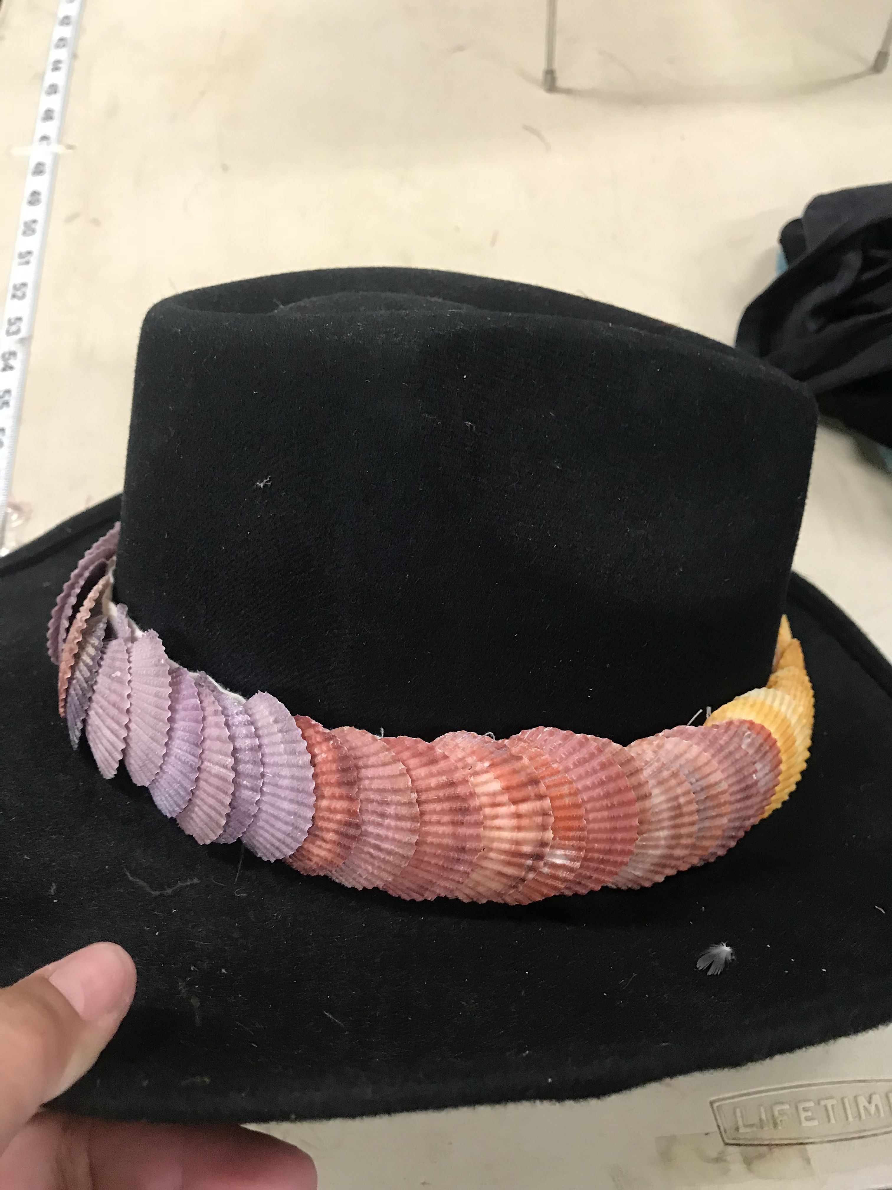 Shell Hat Band Simple Lei To Make Its Very Heavy Which Is Perfect For Windy Places On Maui To Keep Your Papale On Hat Band Hat Bands Lei Ideas