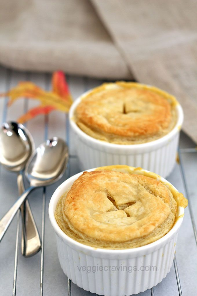 Vegetable Curry Pot Pie | Easy vegan curry pot pie, packed with vegetables in creamy coconut and almond milk curry.