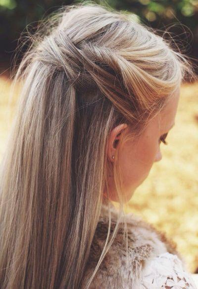 Il suffit parfois de torsader quelques mèches pour réussir à twister une coiffure toute simple...: