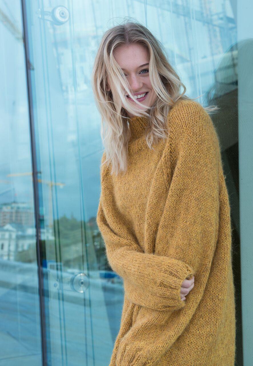 Photo of Enkel, komfortabel genser som strikkes med to tråder. En tråd økologisk ull o…