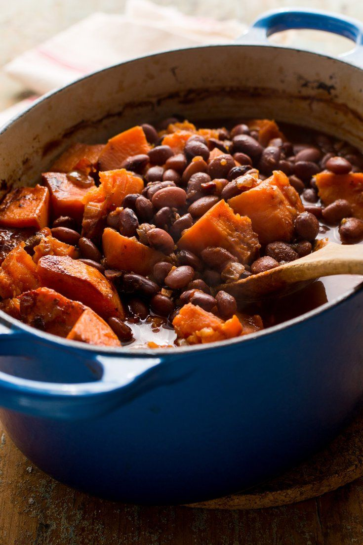 Baked beans with sweet potatoes and chipotles recipe